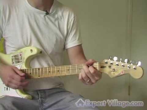 Ülke Gitar Dersi: Fındık Bend Arkasında