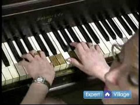 Nasıl Temel Piyano Akorları Oynamak İçin : Fa Majör & F Temel Piyano Telleri İçin Küçük Bulma