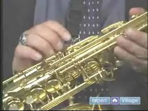 Nasıl Saksafon Play: Nasıl Bir Saksafon Düzgün Tutun