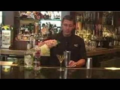 Video Barmenlik Kılavuzu: Elma Martini Tarifi - Votka İçecekler