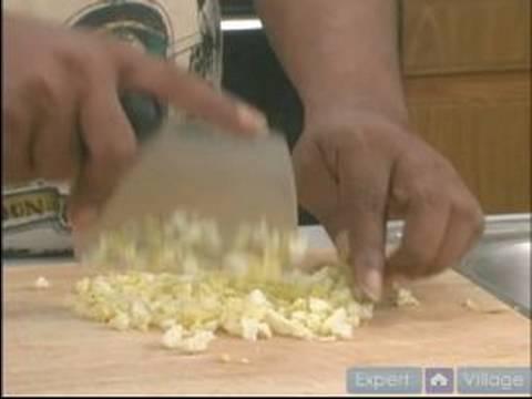 Creole Patates Salatası Tarifi Talimatları: Chop Yumurta İçin Creole Patates Salatası
