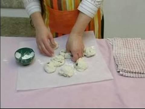 Nasıl Simit Ve İngilizce Muffins Yapmak: Şekil Tarçınlı Üzümlü Çörek