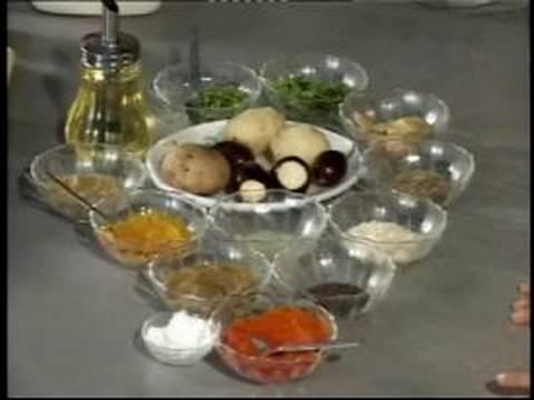 5 Hızlı Ve Kolay Hint Tarifleri: Hint Patlıcan Ve Patates Tarifi İçin Malzemeler