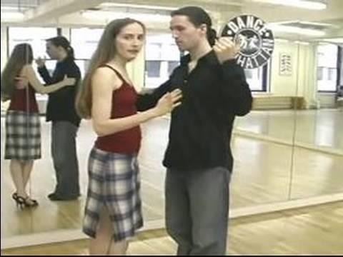 Nasıl Arjantin Tango Dans : Arjantin Tango İçin Çapraz Adım Yürüme Mesafesinde