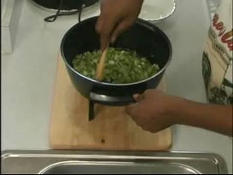 Creole Deniz Ürünleri Yahnisi Tarifi : Ter Havuç, Soğan Ve Deniz Ürünleri Yahnisi İçin Biber