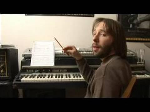 Nasıl Piyano Melodileri E Oynamak İçin: Çözümlenirken Akorları Piyano Melodi E Binbaşı