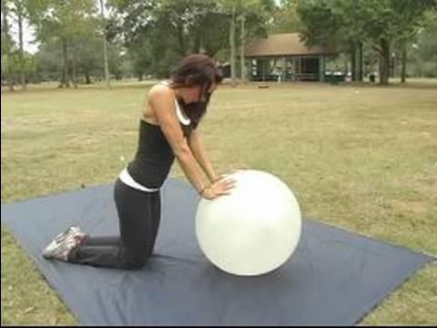 Nasıl Egzersiz Topu Kullanılır: Çalışma Egzersiz Topu Kullanarak Silah Altında
