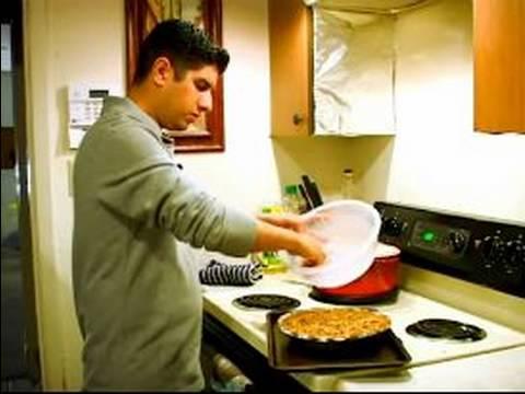 Ev Yapımı Şükran Kabak Pasta Tarifi: Streusel İçin Kabak Pasta Ekleyin.