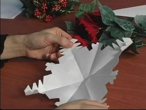 Nasıl Kağıt Kar Taneleri İçin Noel Süsleri Yapmak: Kağıt Kar Taneleri Üzerinde Çalışmanızı Kontrol Etmek İçin Nasıl