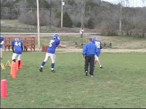 Futbolda Süpürme Oyun Çalıştırmak Nasıl: Oyun Kurucu'nın İşi Sırasında Bir Futbol Sahası