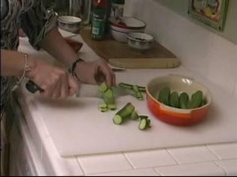 Makarna Salatası Yapmak İçin Nasıl Ve Kuskus Mercimek Salatası : Kuskus Mercimek Salatası İçin Hazırlanıyor Salatalık