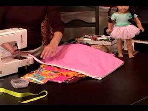 """Nasıl Bir """"american Girl"""" Bebek Uyku Tulumu Yapmak: Kat Çanta Üzerinde Ve Bebek Uyku Tulumu Alt Kenarlarını Yağlamak"""