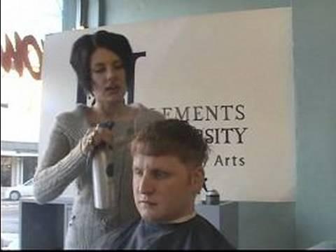 Nasıl Bir Adamın Clipper Saç Kesimi: Tutma Saç Islak Bir Adamın Clipper Saç Kesimi İçin