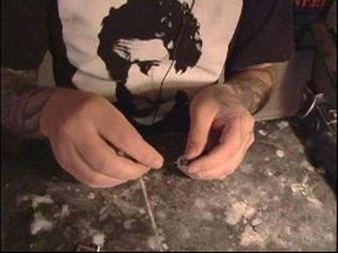 Nasıl Bir Jilet Bilezik Yapmak: Bir Jilet Bileziğinde Düğüm Tying Bitirmek