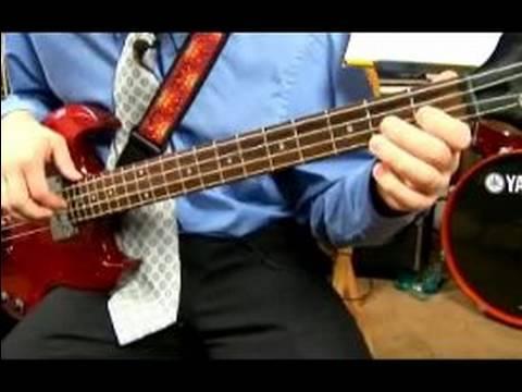 Bas Gitar Çalıyor: E Büyük: E Caz Bas Çalmayı
