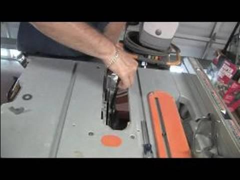 Nasıl Taşınabilir Tablo Testere Kullanmak İçin Bir Tablo Testere Üzerine Bir Bıçak Değiştirme