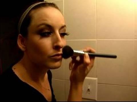 Temel Sahne Makyajı Teknikleri: Nasıl Bronzlaştırıcı Sahne Makyaj İçin Uygulamak İçin