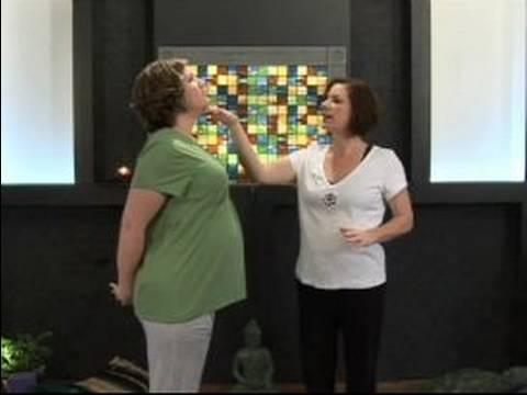 Doğum Öncesi Yoga Poses: Cobra Poz Doğum Öncesi Yoga İçin Değiştirilmiş