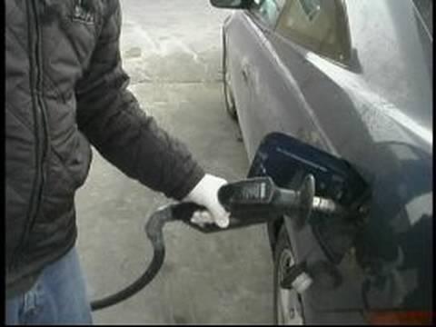 Nasıl Benzin: Gaz Pompalama İçin Bir Başlığı Kaldırma
