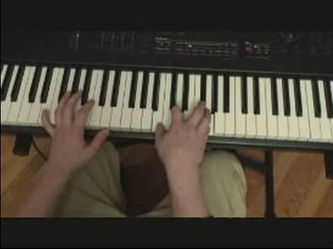 Gerginlik İle Piyano Telleri : Hiçbir Kökleri İle Piyano Bir İlerleme Oyun