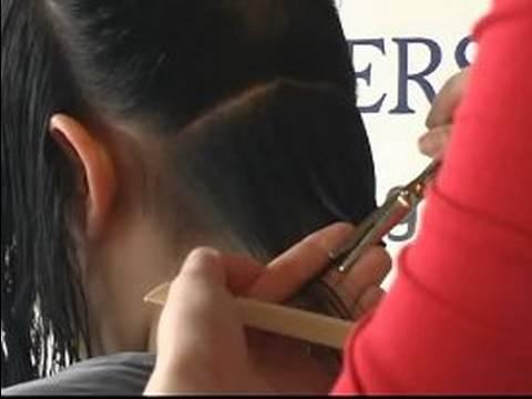 Nasıl Bir A-Line Bob Saç Modeli Kesmek İçin: A-Line Bob Saç Kesimi İçin Arkadaki Saç Kesme
