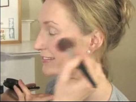 Nasıl Gelin Makyaj Uygulamak İçin: Allık Gelin Makyaj