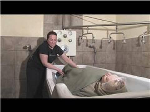 Nasıl Spa Vücut Sargısı Vermek : Body Wrap Tedavisi İçin Kafa Derisi Masaj