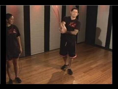 Kickboks Fitness: İp Atlama Egzersiz: Kickboxing Fitness: İp Atlama Kol Çapraz