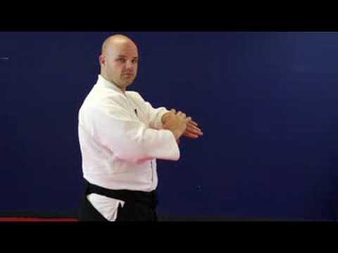 Aikido Egzersizleri Ve Uzanıyor: Bükülmüş Bilek Aikido Streç