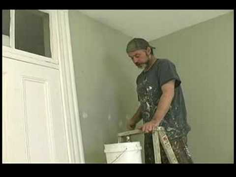 Nasıl Bir Oda İçin Boya : Tavan Kenarları Boyamak İçin Bir Fırça Kullanarak