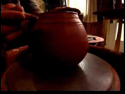Seramik Bir Çaydanlık Atma : Ortalama Seramik Demlik