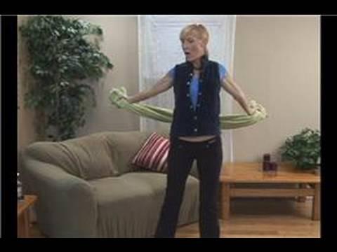 Havlu Egzersizleri Ve Uzanıyor : Havlu Egzersizleri: Göğüs Germek