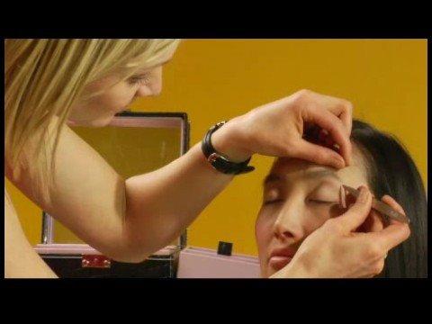 Kaşları Koparmak İçin Nasıl Sanatçı Makyaj İpuçları :