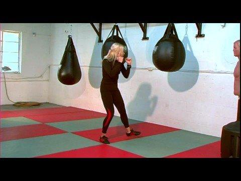 Kadın\'s kick Boks : Kadın\'s kick Boks: Yukarı doğru Dirsek Grev
