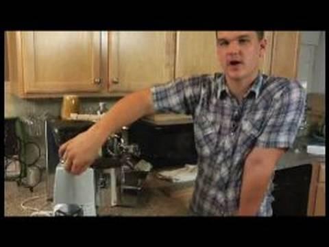 Nasıl Çift Kişilik Americano Yapmak: Nasıl Bir Espresso Makinesi Çift Kişilik Bir Amerikalı İçin Kullanılır