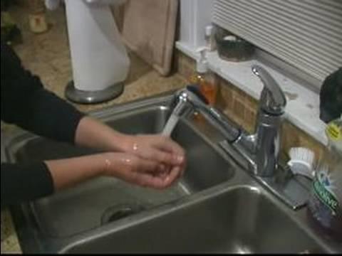 Nasıl Ellerini Yıkamak İçin : Ellerinizi Ilık Su Kullanarak Yıkama