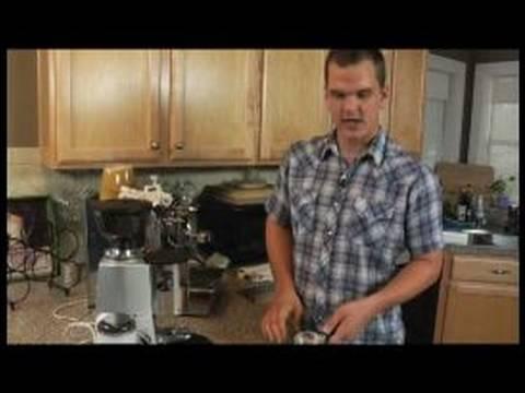 Nasıl Tek Americano Yapmak: Nasıl Espresso Doldurmak İçin Tek Bir Amerikalı İçin Sepet Vurdu
