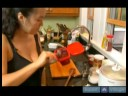 Kore Güveç Tarifi Kimchi Chigae : Kore Kimchi Chigae Güveçte Fasulye Ezmesi Ekleme