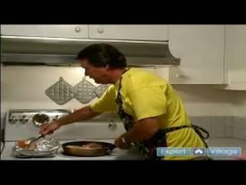 Karamelize Soğan İle Nasıl Domuz Pirzolası: Yemek Pişirme İçin Nasıl Transfer Domuz Pirzolası