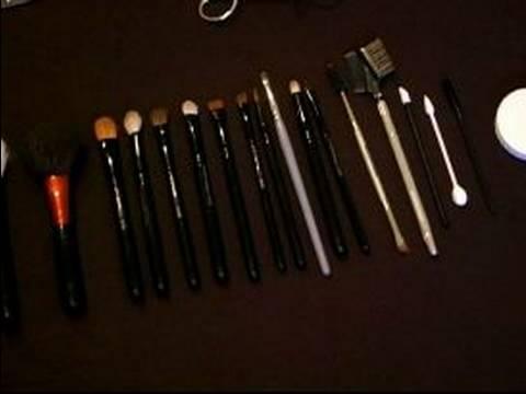 Nasıl Makyaj Fırçaları Kullanımı : Doğal Vs. Sentetik Makyaj Fırçaları
