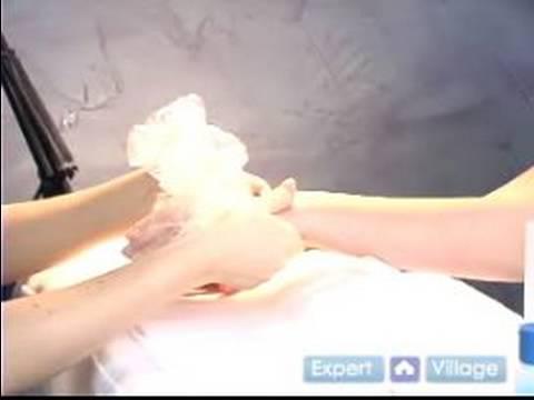 Profesyonel Spa Manikür Nasıl Yapılır : Manikür Balmumu Kaldırmak İçin Nasıl