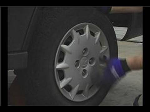 Araba Lastik Rotasyonu İpuçları : Araba Lastik Rotasyonu: Sürücü Yan Tekerlekleri Çıkarın