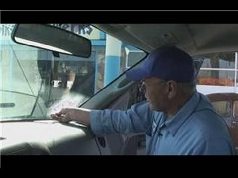 Araba Tamir Ve Bakım: Çıkartma Yapışkan Bir Araba Penceresinden Nasıl Kaldırılır