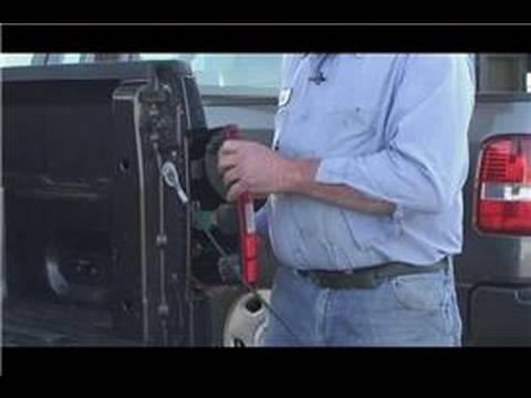 Araba Tamir Ve Bakım: Nasıl Bir Yanan Sinyal Ampul Düzeltmek İçin