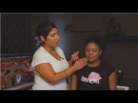 Siyah Cilt Tonları İçin En İyi Makyaj Seçmek İçin Nasıl Makyaj Uygulaması :