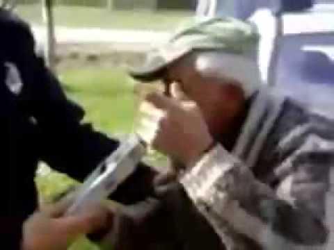 Sarhoş Oldman Durdu Ve Nefes Polis Tarafından Test Edilmiştir.
