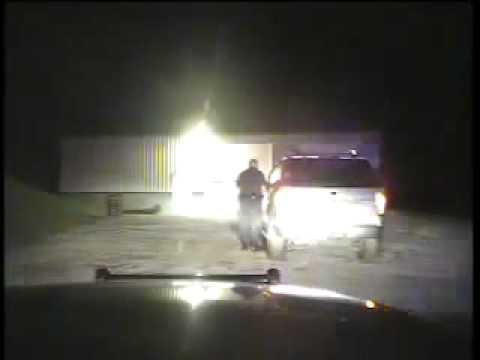 Hes Arama Araba İçin Arama Emri İhtiyacı Söylediğinde Polis Memuru Deli Gider