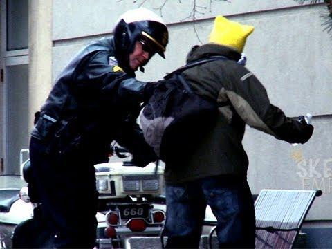 Polisler Ait!!! -Destansı Çiş Şakası