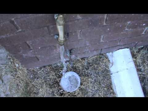 Nasıl Plastik Bir Kap Su İle Doldurmak İçin
