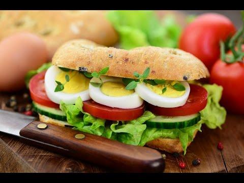 Nasıl Bir Yumurta Salatalı Sandviç Yapmak